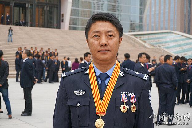 索南扎西同志荣获全省先进工作者荣誉称号