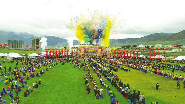 中国·碌曲第六届锅庄舞展演暨首届房车旅游大会开幕