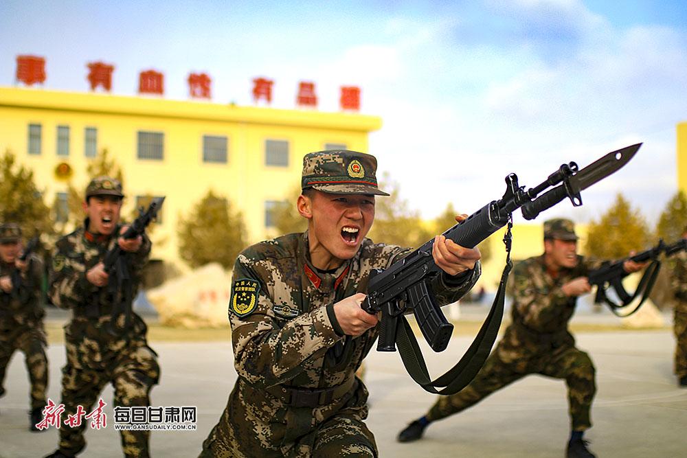 新年伊始 甘肃武警总队吹响冬季拉练冲锋号角