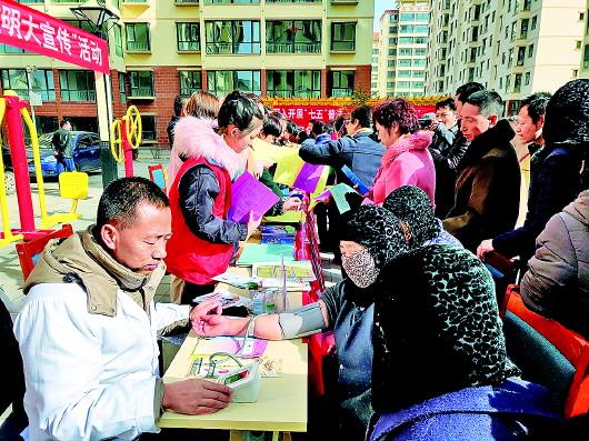 """合作市伊合昂街道办开展文化科技卫生法律""""四下乡""""活动"""