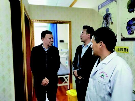 """俞成辉在合作市调研指导工作时强调  推进""""一十百千万""""工程助力乡村旅游发展坚持""""依法和民主""""原则加强寺庙管理工作"""