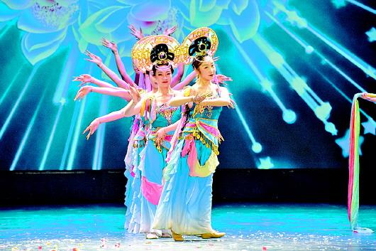 """甘肃省""""庆祝新中国成立70周年""""精品剧目市州巡演活动在甘南大剧院精彩上演"""